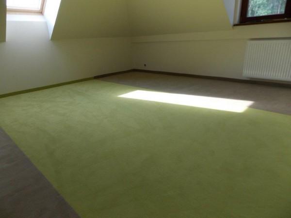 zielono-szara wykładzina dywanowa