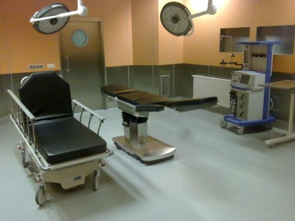 zielona wykładzina pcv na sali operacyjnej